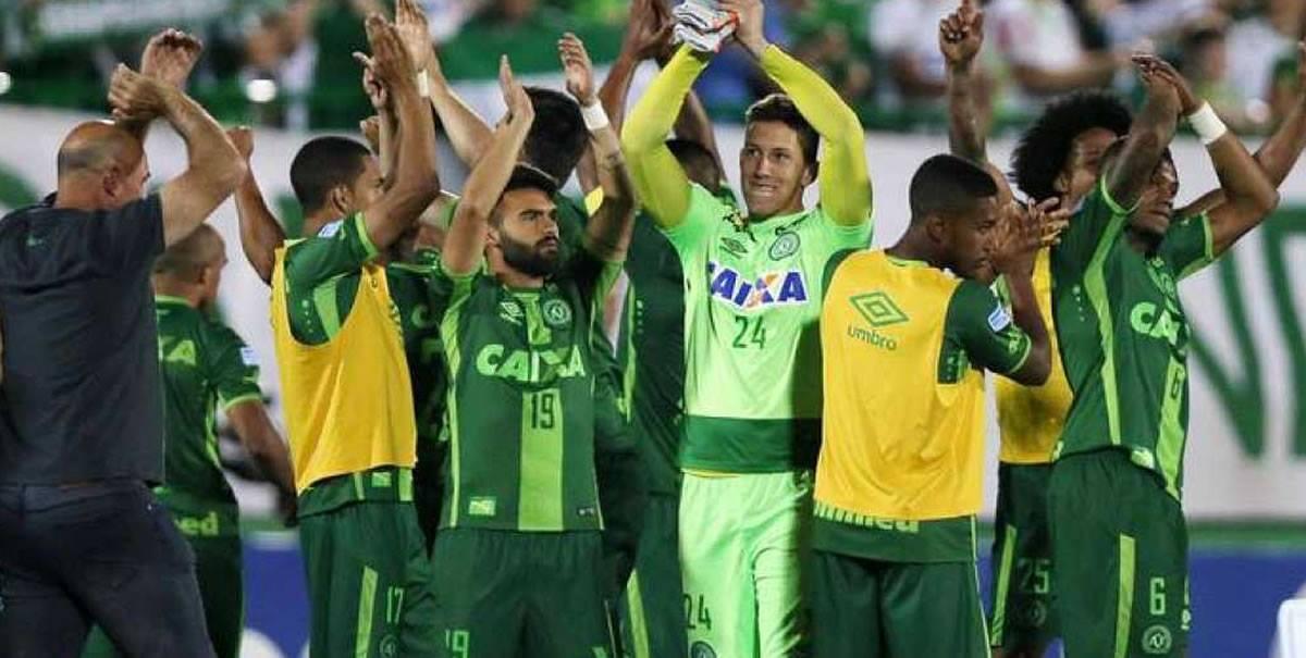Copa Sudamericana: Tragedia aérea del Chapecoense enluta alfútbol