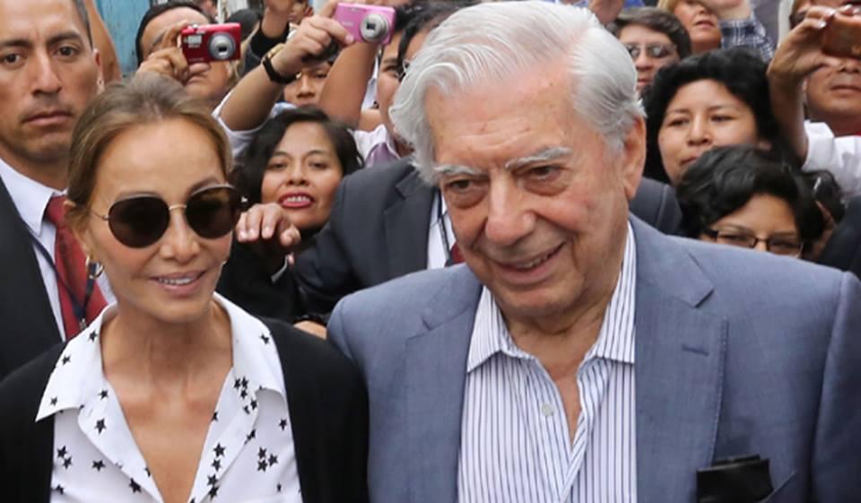 A Mario Vargas Llosa se le aplaude más de la cuenta enPerú