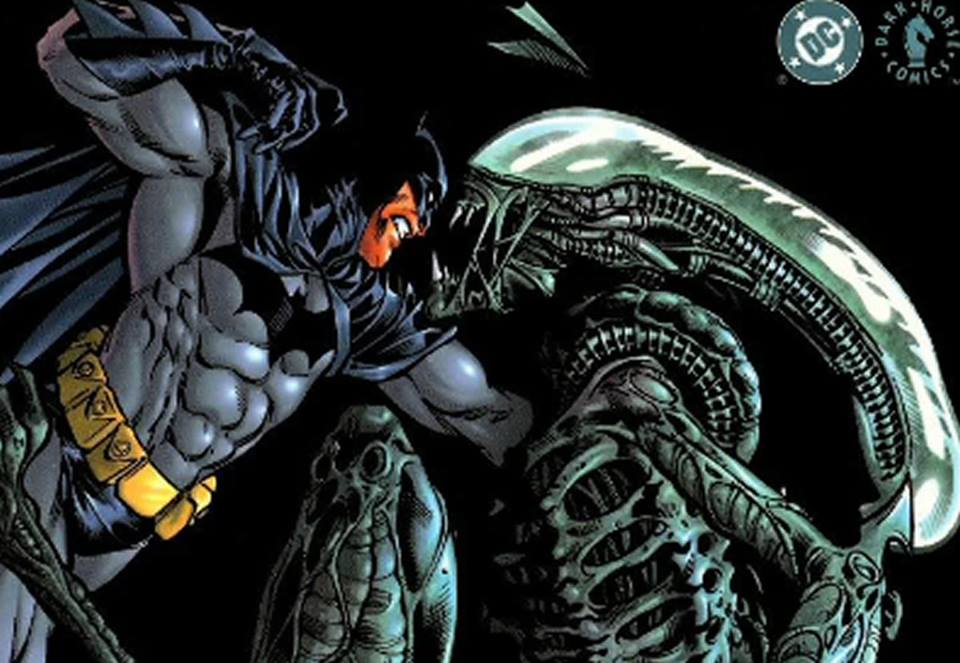Alien se pelea contra Superman, Batman y Judge Dredd en cómics