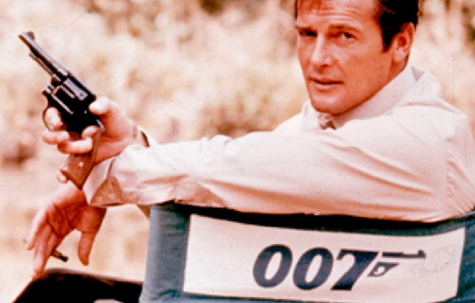 El adiós a un 007: Roger Moore será un James Bondinolvidable