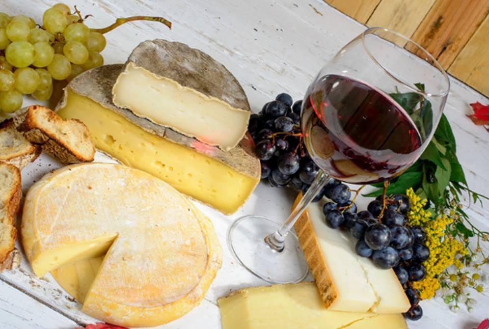 Consejos útiles para agasajar a tus invitados: un buen vino conpiqueo