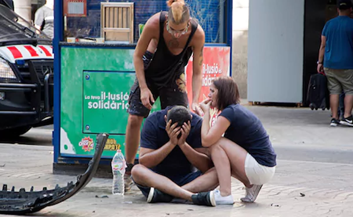 Atentado en Barcelona deja 13 muertos, el KKK asoma su fea cara enEEUU