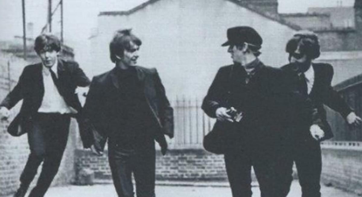 Columna gráfica de The Beatles: Los Cuatro de Liverpool enimágenes