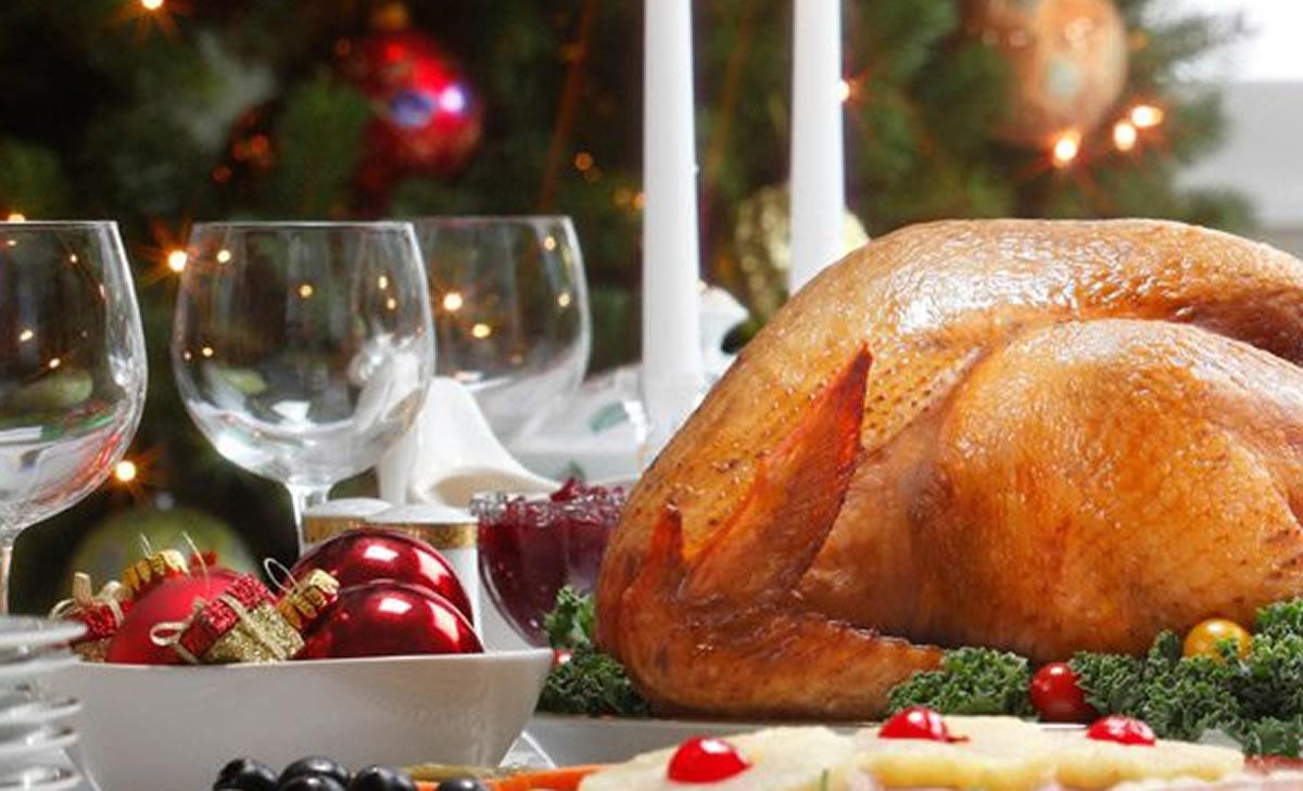 """La cena navideña: Manual para que el """"no cocinero"""" salgaairoso"""