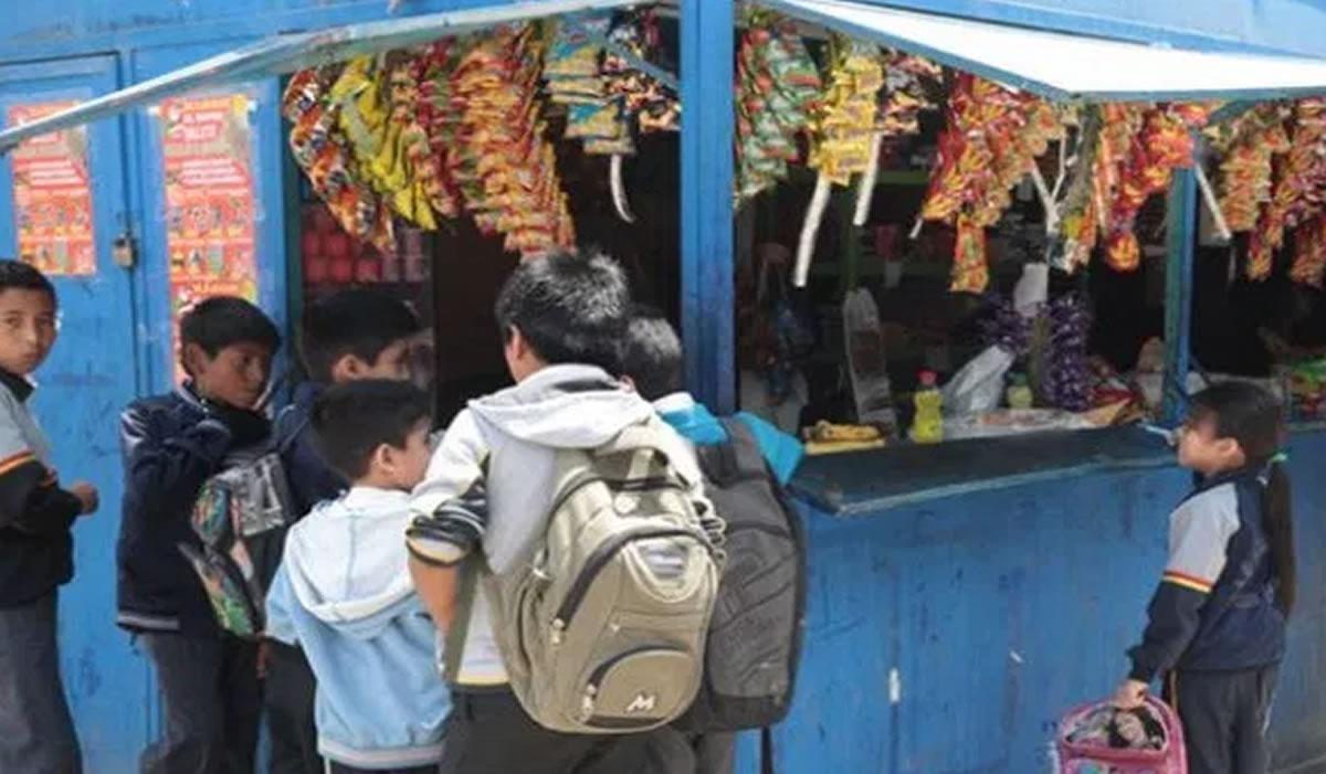 Quioscos saludables en los colegios de Lima: Niños más sanos aregañadientes