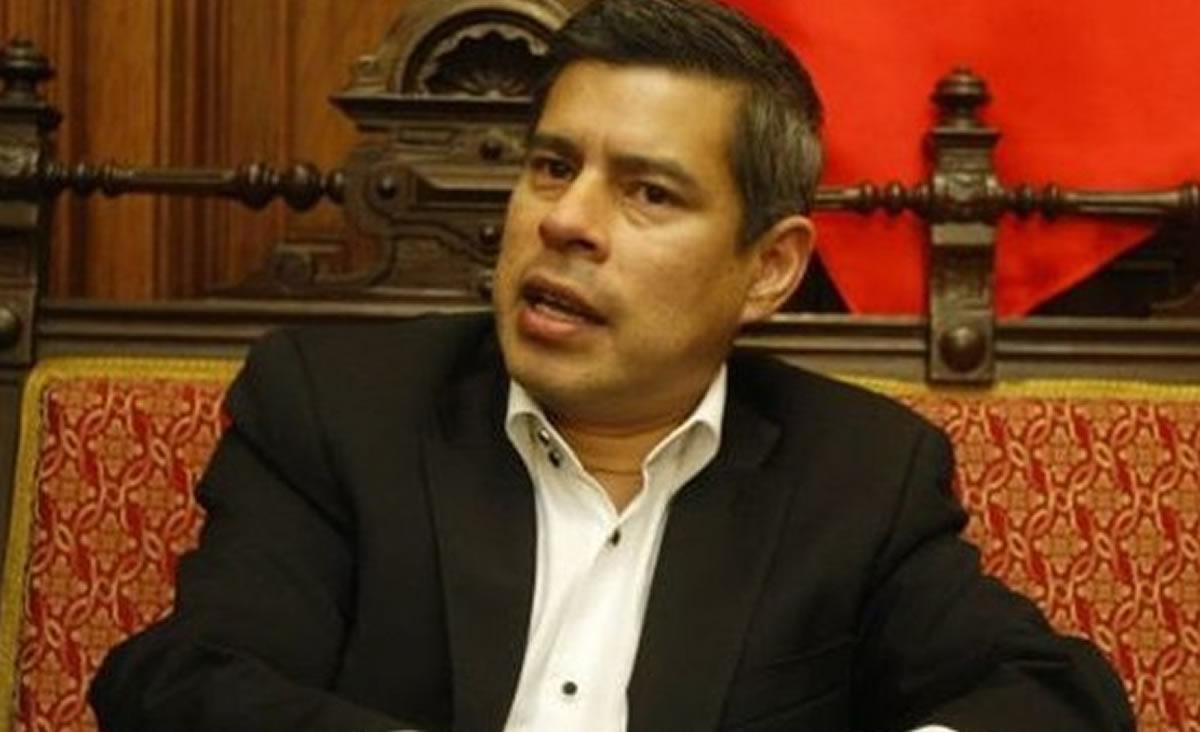 Luis Galarreta ataca a la prensa y empaña la figura del Congreso de laRepública