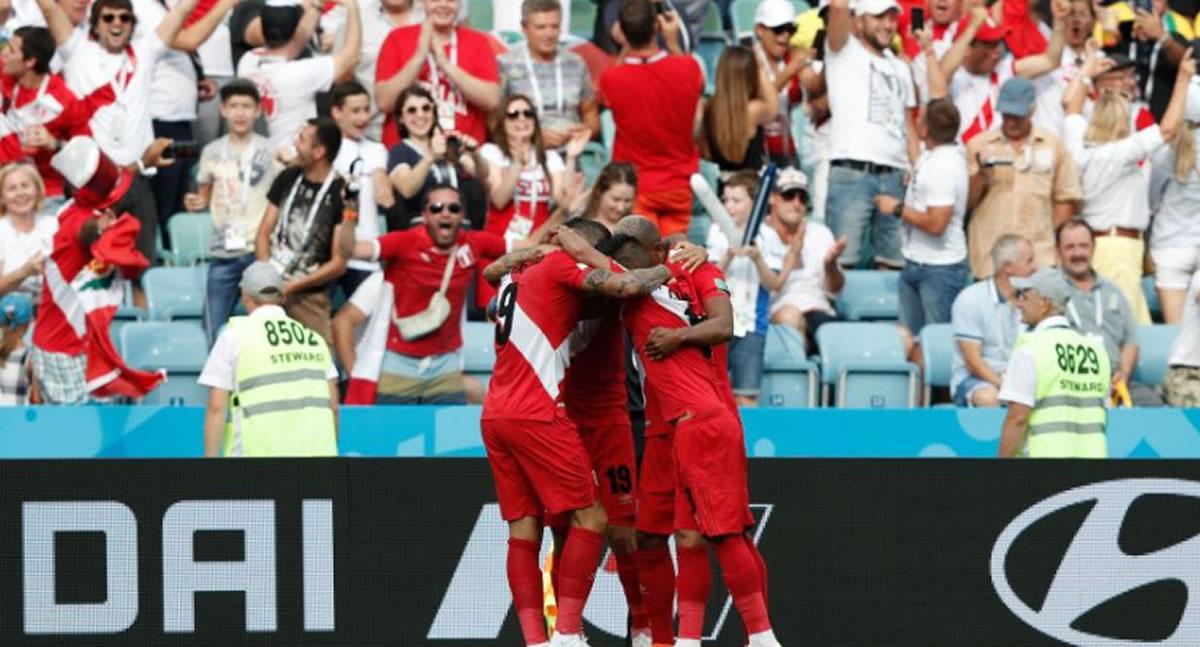André Carrillo le viene dando un triunfo a Perú en Rusia2018