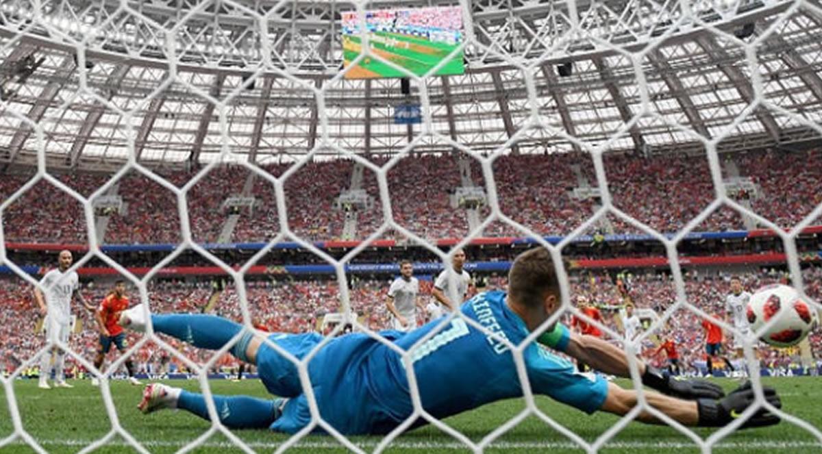 España eliminada por Rusia en los penales atajados porAkinféyev