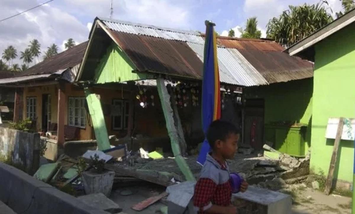Indonesia vive una tragedia: Terremoto y tsunami ya cobraron 832muertes