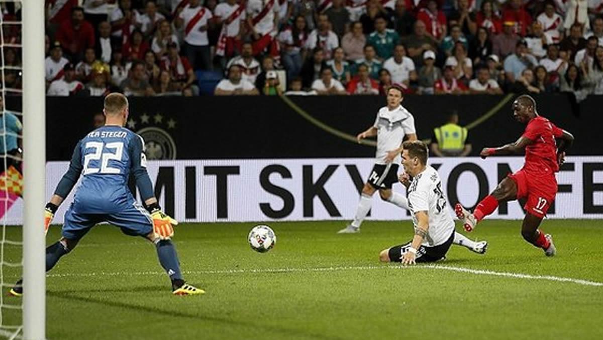 Luis Advíncula nos regaló un golazo para el Alemania 2 Perú1