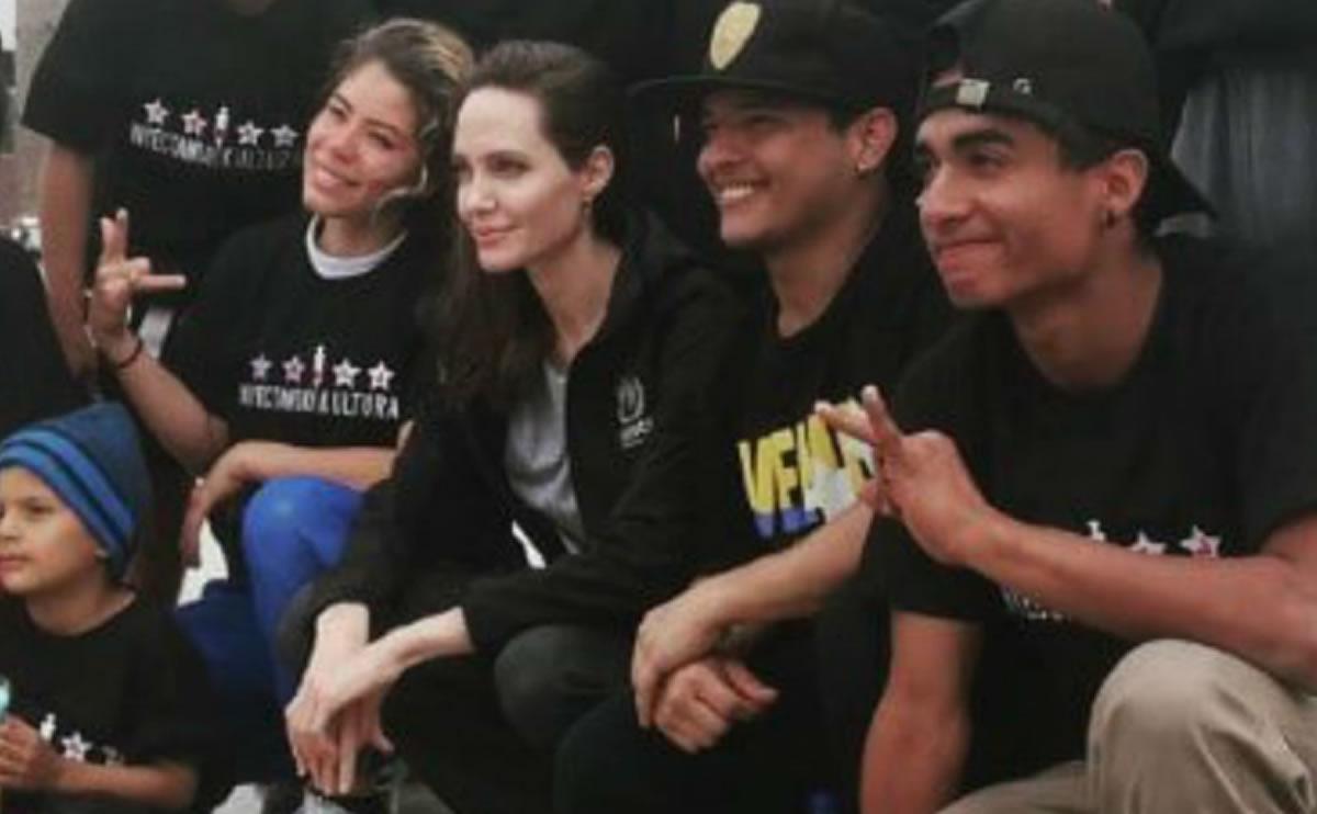Angelina Jolie visita a venezolanos en Perú, como ha hecho con migrantes de todo elplaneta