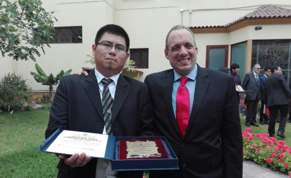 Sindicato de Trabajadores de la Comunicación Social-Lima saluda a su dirigente ganador del Premio Cardenal JuanLandázuri