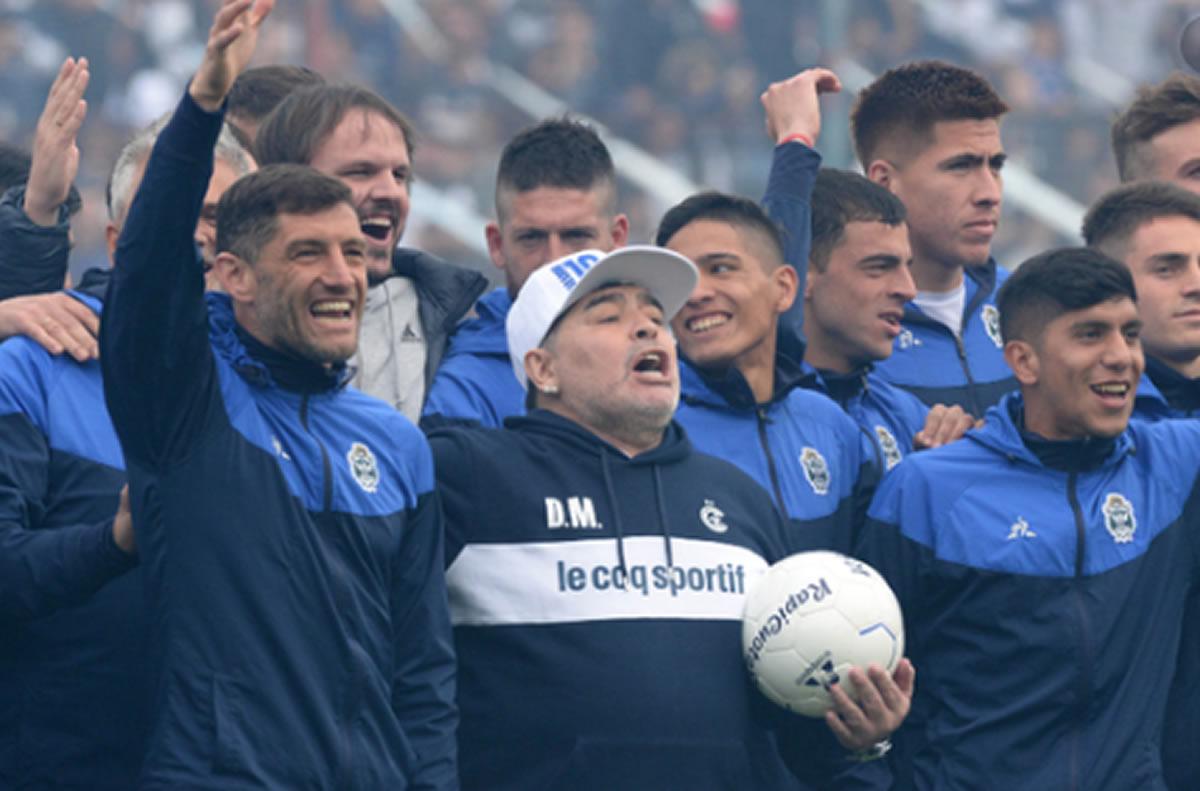 Demostrado, Maradona es un Dios eterno para losargentinos