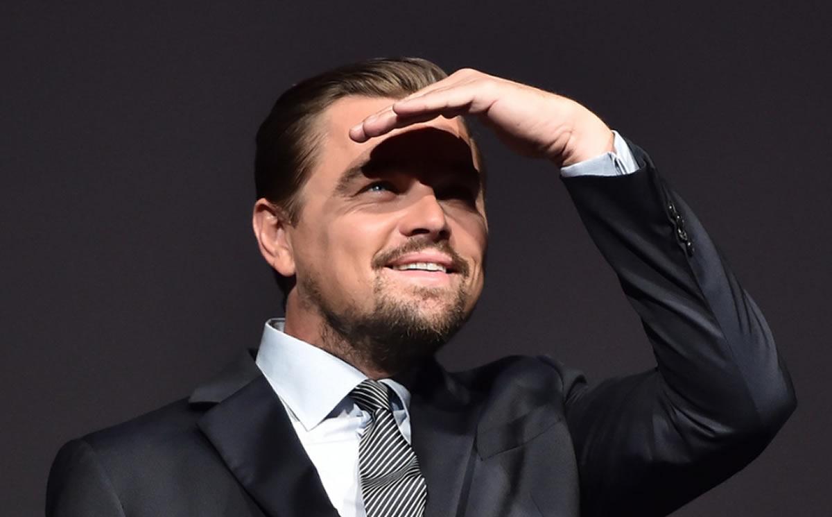 DiCaprio tiene los pies en la tierra y demuestra ser un buensamaritano